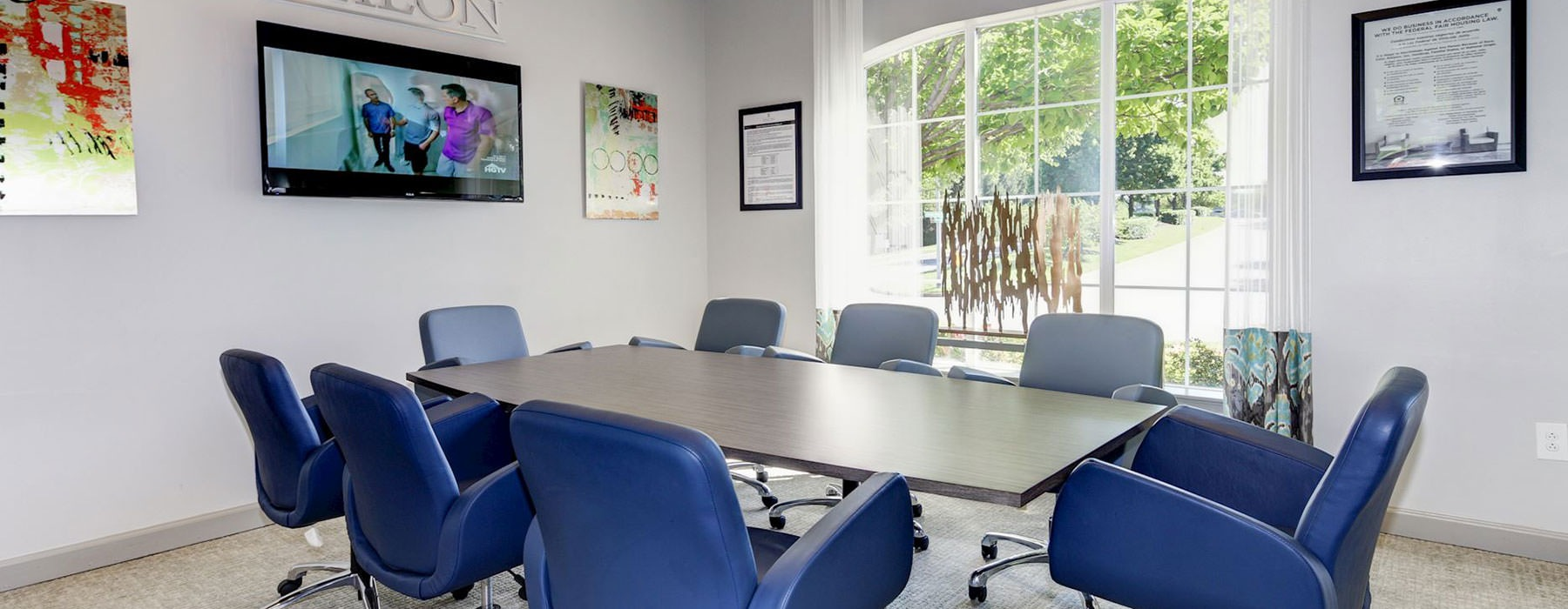 conference room with plenty of seating and large open spaces